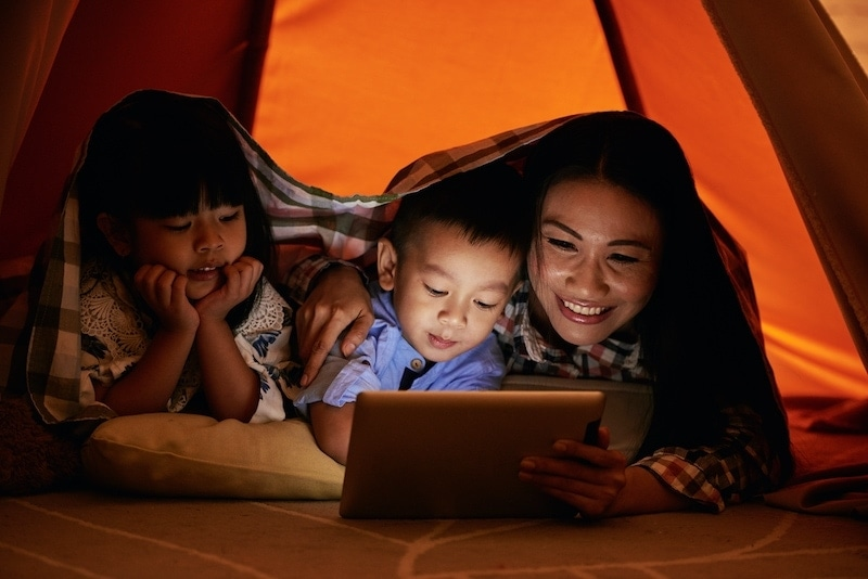 family watching cartoons U5Y8EP2