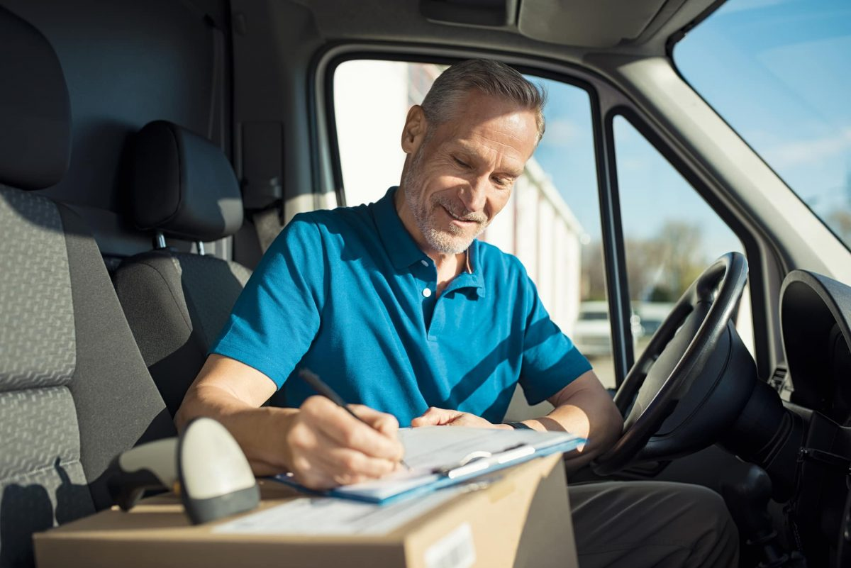 courier signing delivery receipt P62FNJP