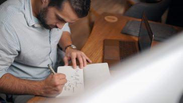 designer sketching a logo t20 6wQab6