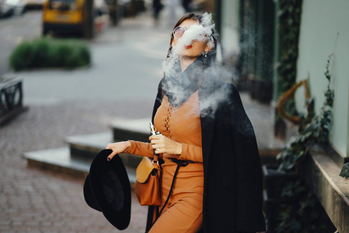stylish girl smoking an e cigarette UL94RPC