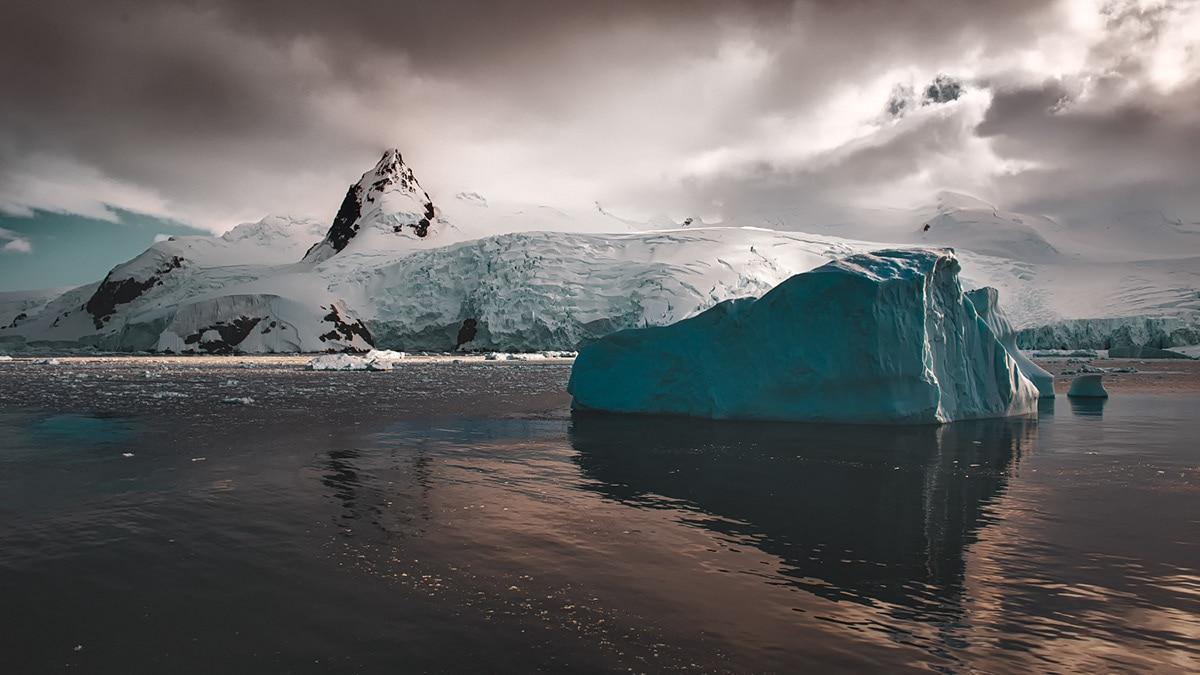 leah kennedy antarctica light 4