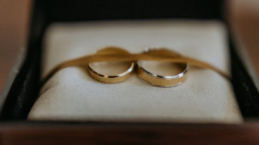 wedding rings KRXQLF9