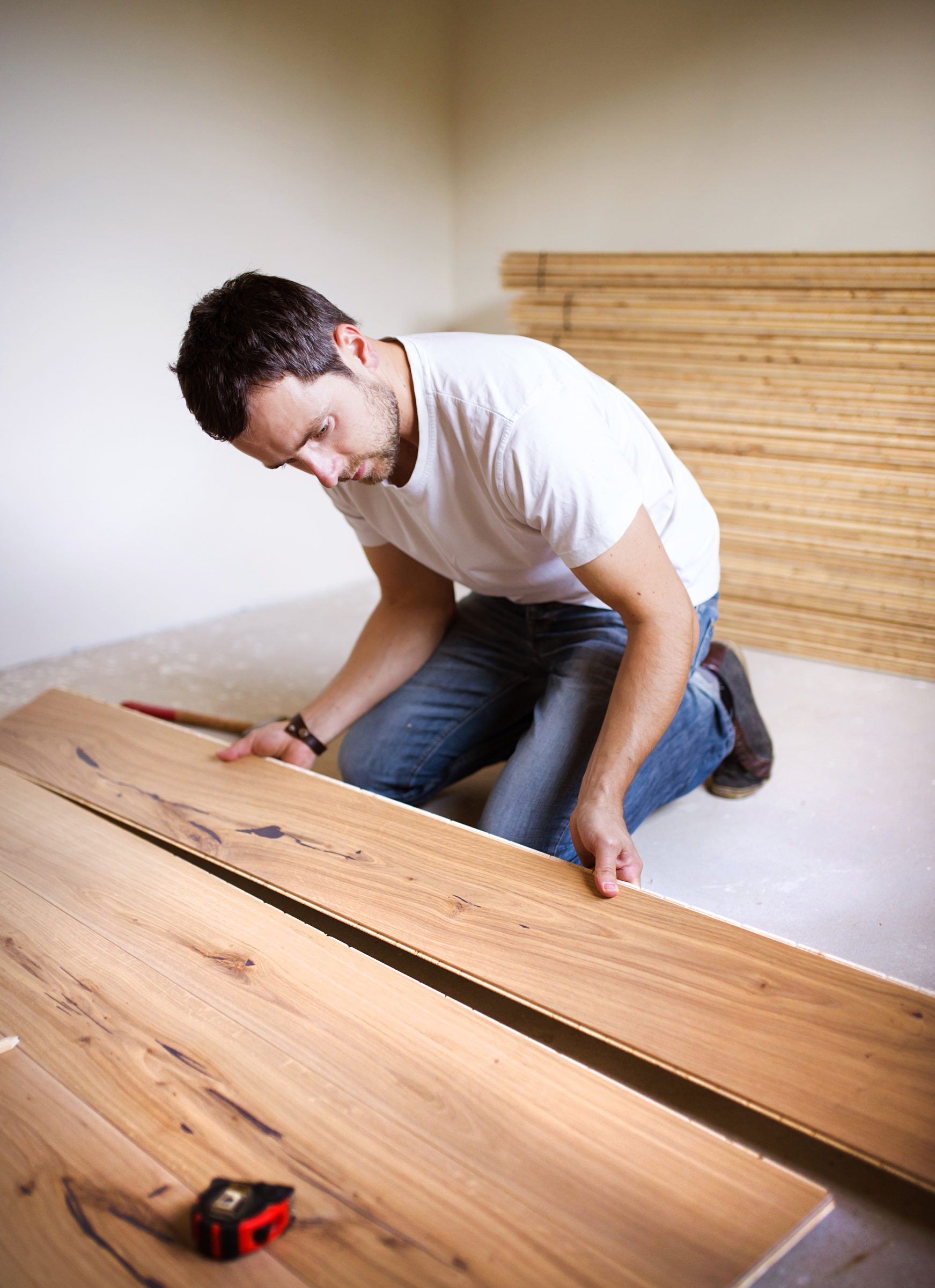 handyman installing wooden floor P8SGYUJ