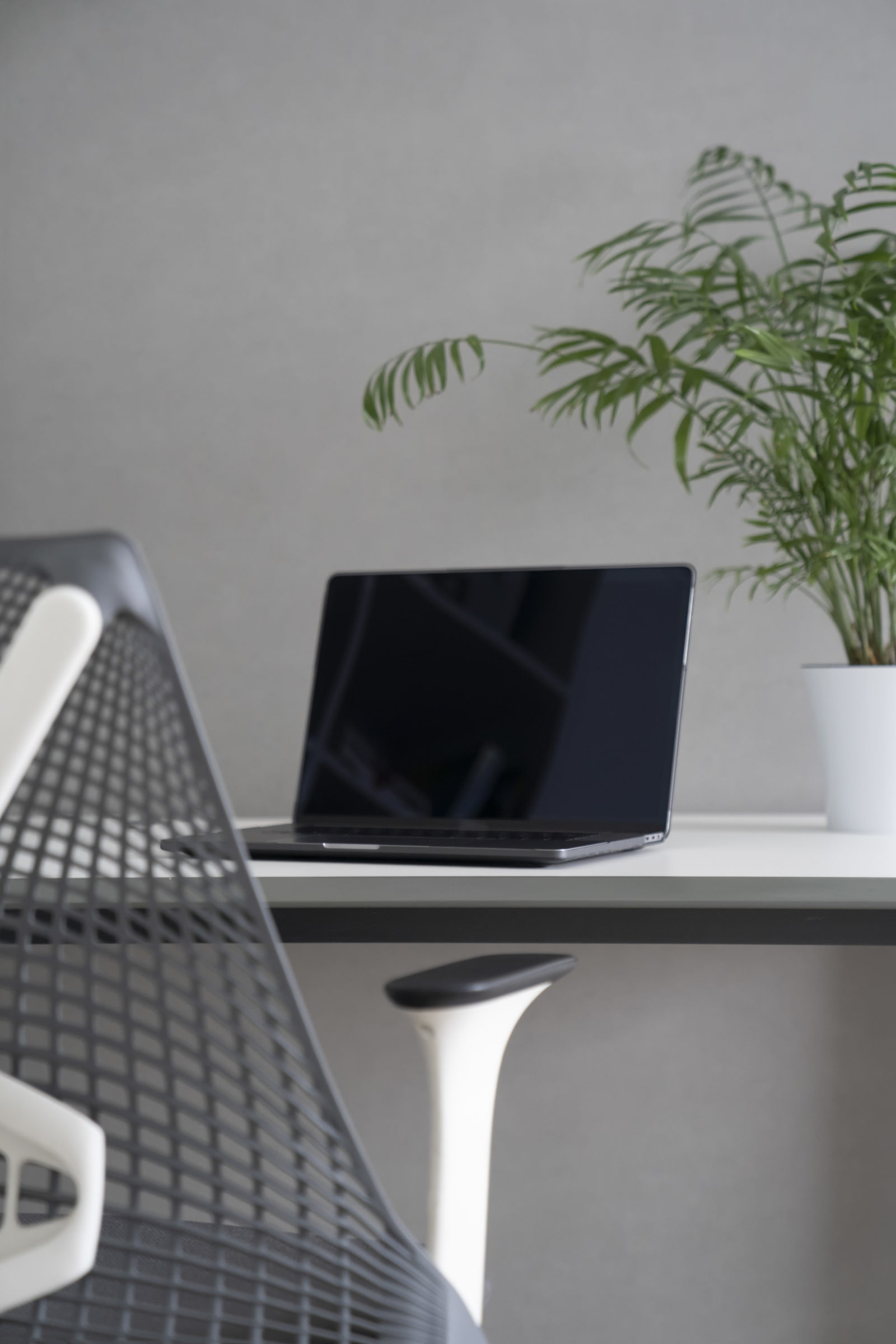 well disigned ergonomics of work place in the offi UBM7YP6