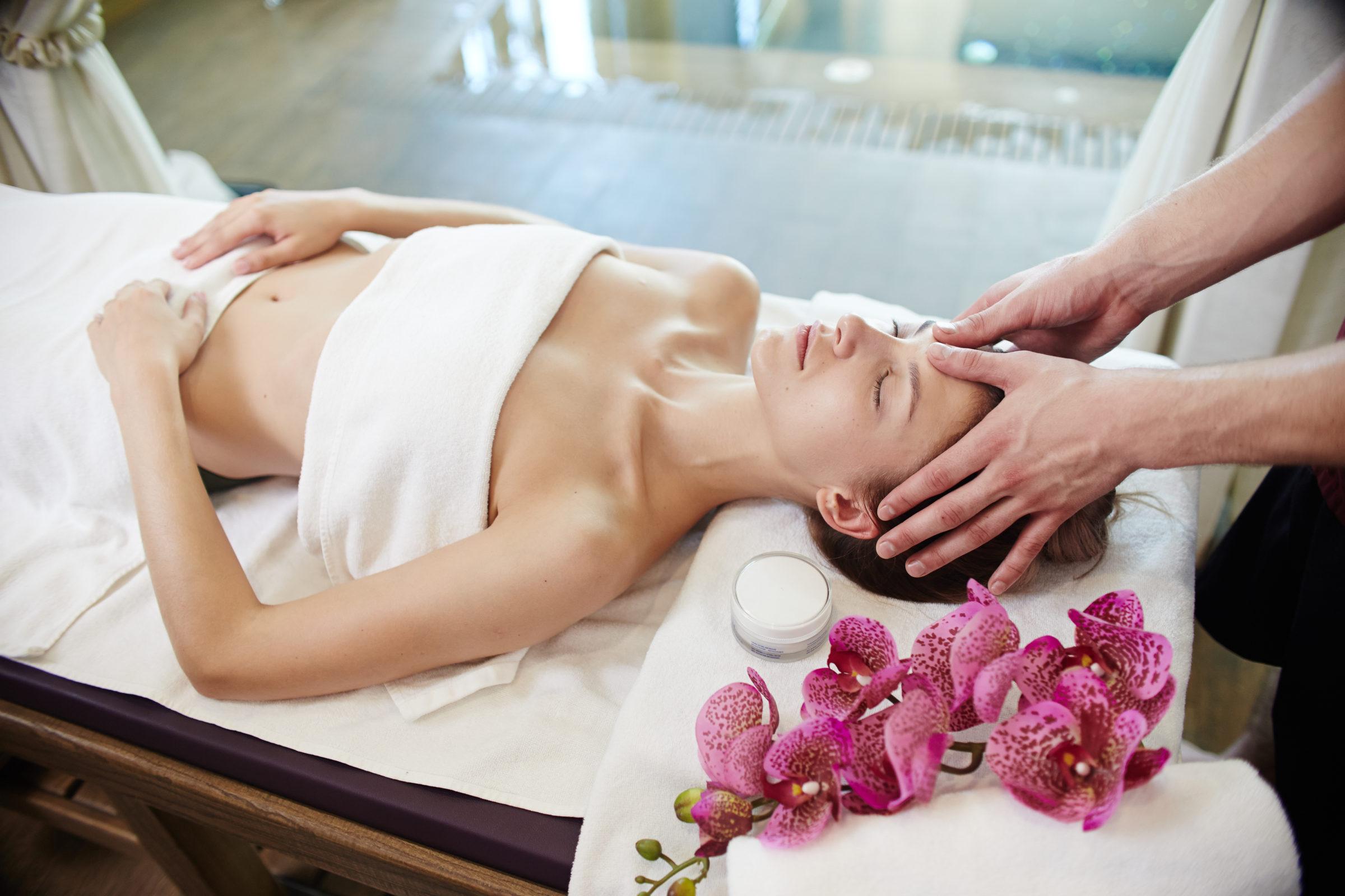 beautiful woman enjoying massage in spa 3XVTUS9