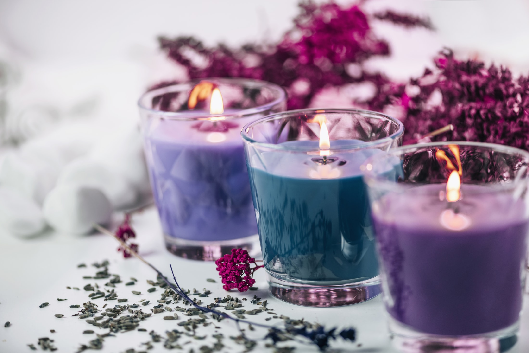 aromatic purple and blue scented candles with lave R9LMHHQ