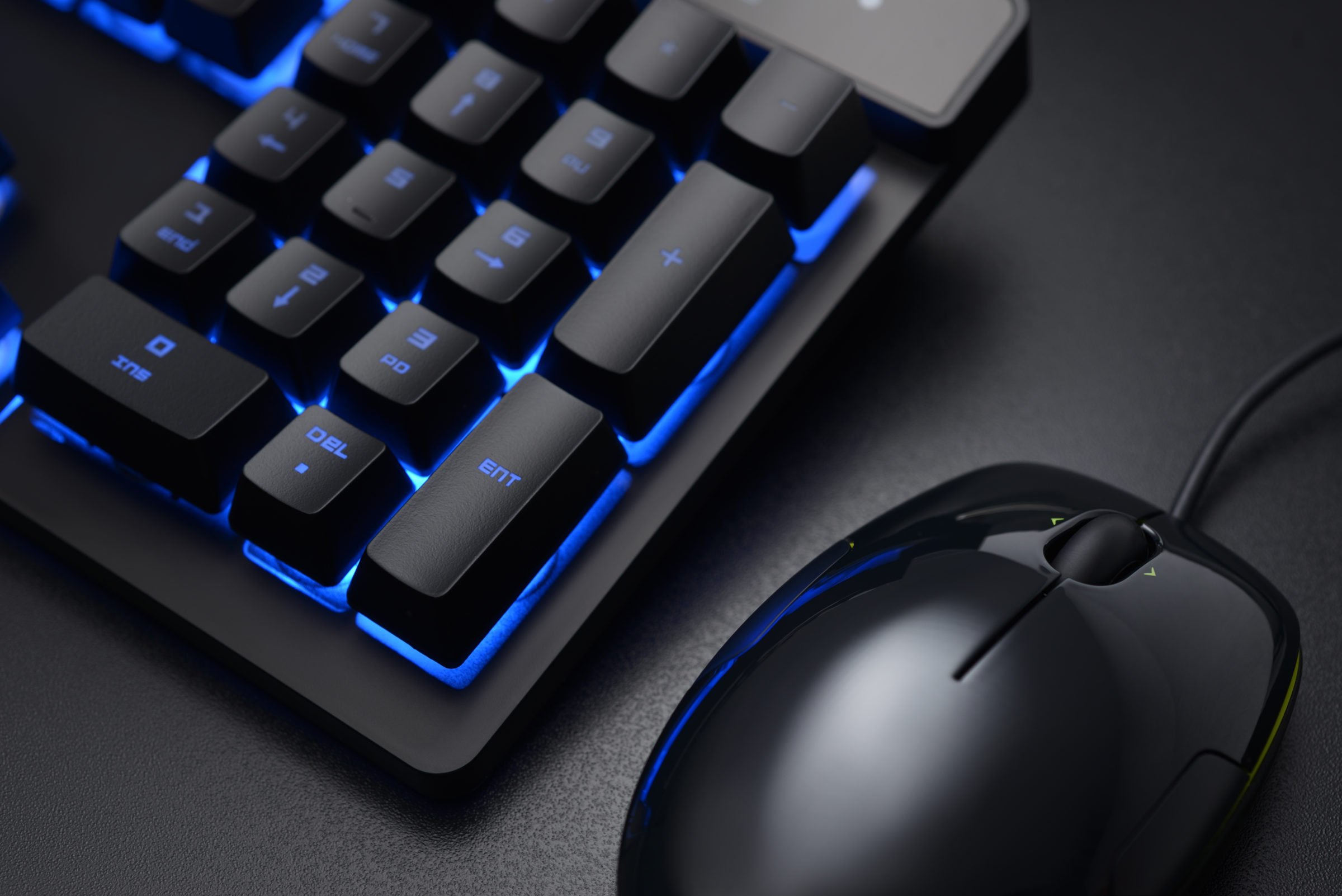 black keyboard and wired mouse P8SRZW4
