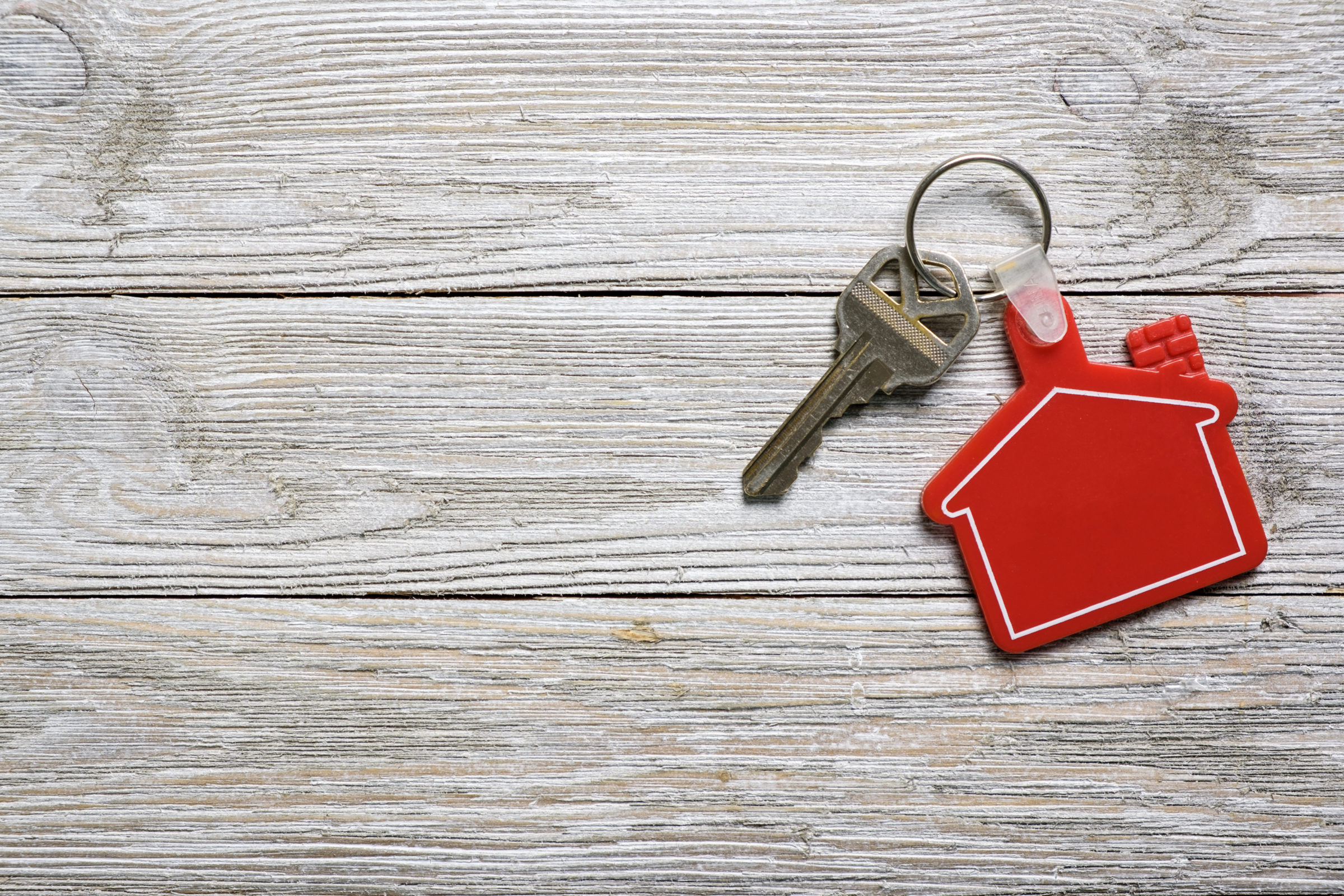 house key with red house shape keychain for real e B9DSFGW