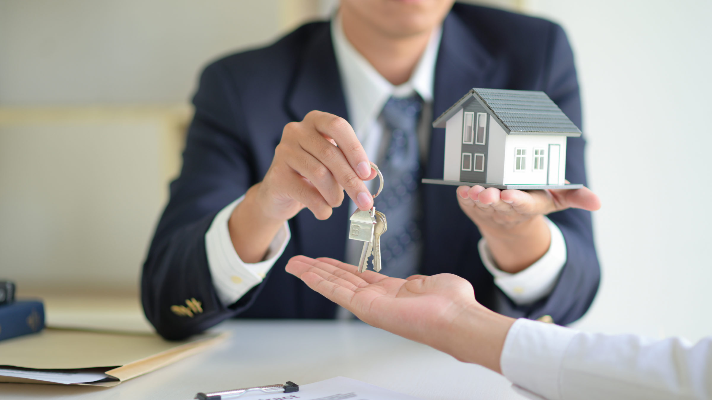 house selling broker holds the key and model house CD75HL8