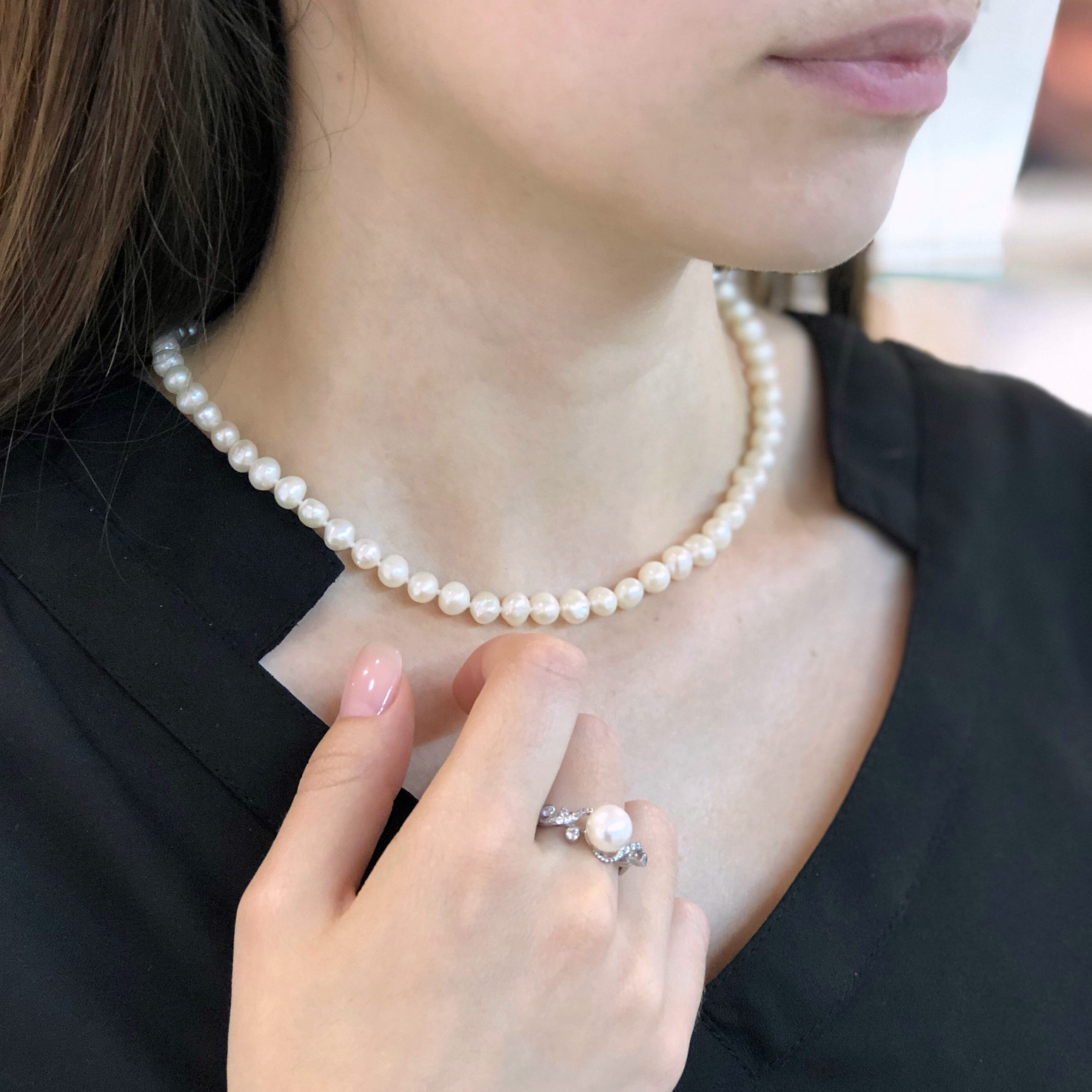 jewelry on the girl HXG2YNP