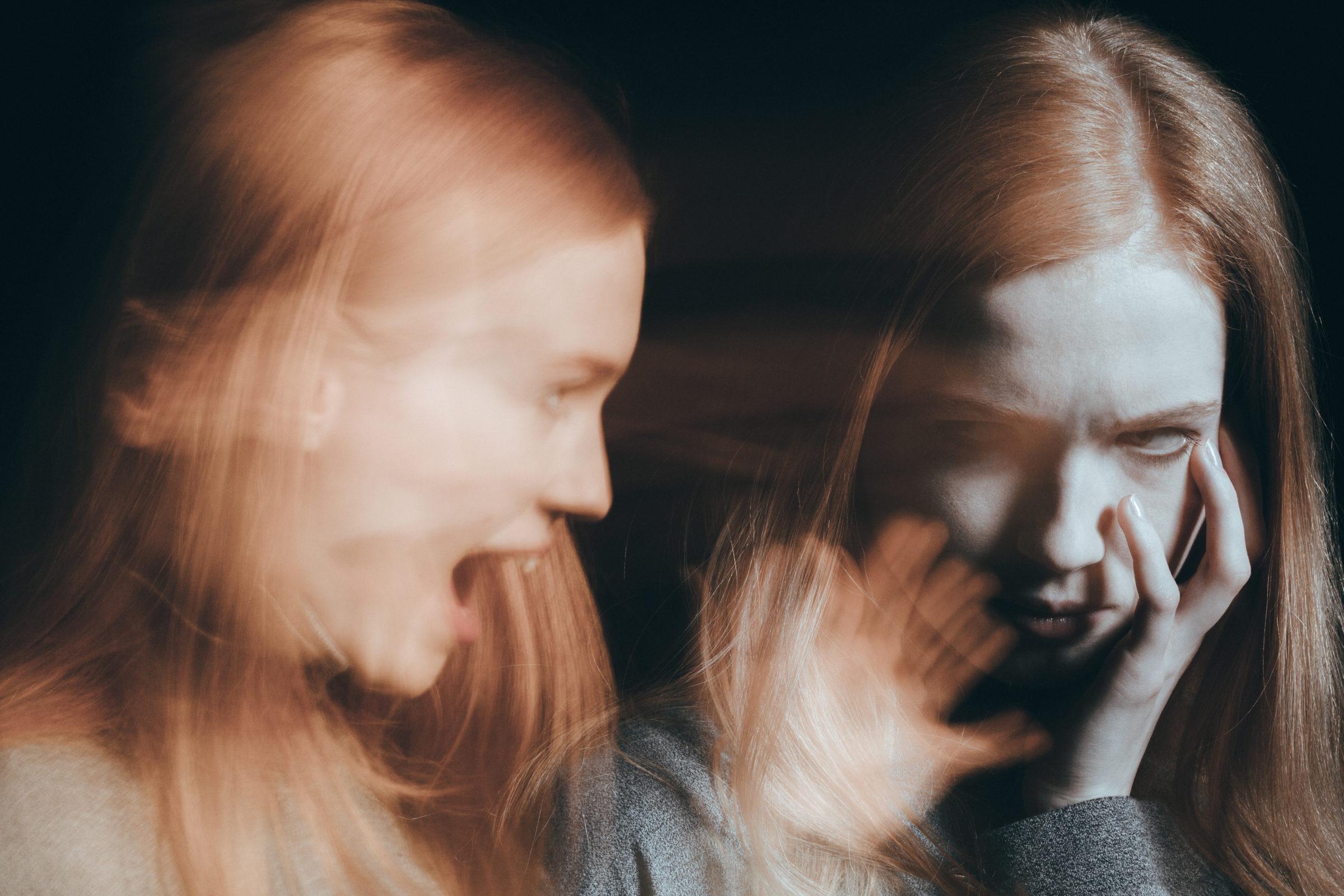 woman having hallucinations PKNKQC3