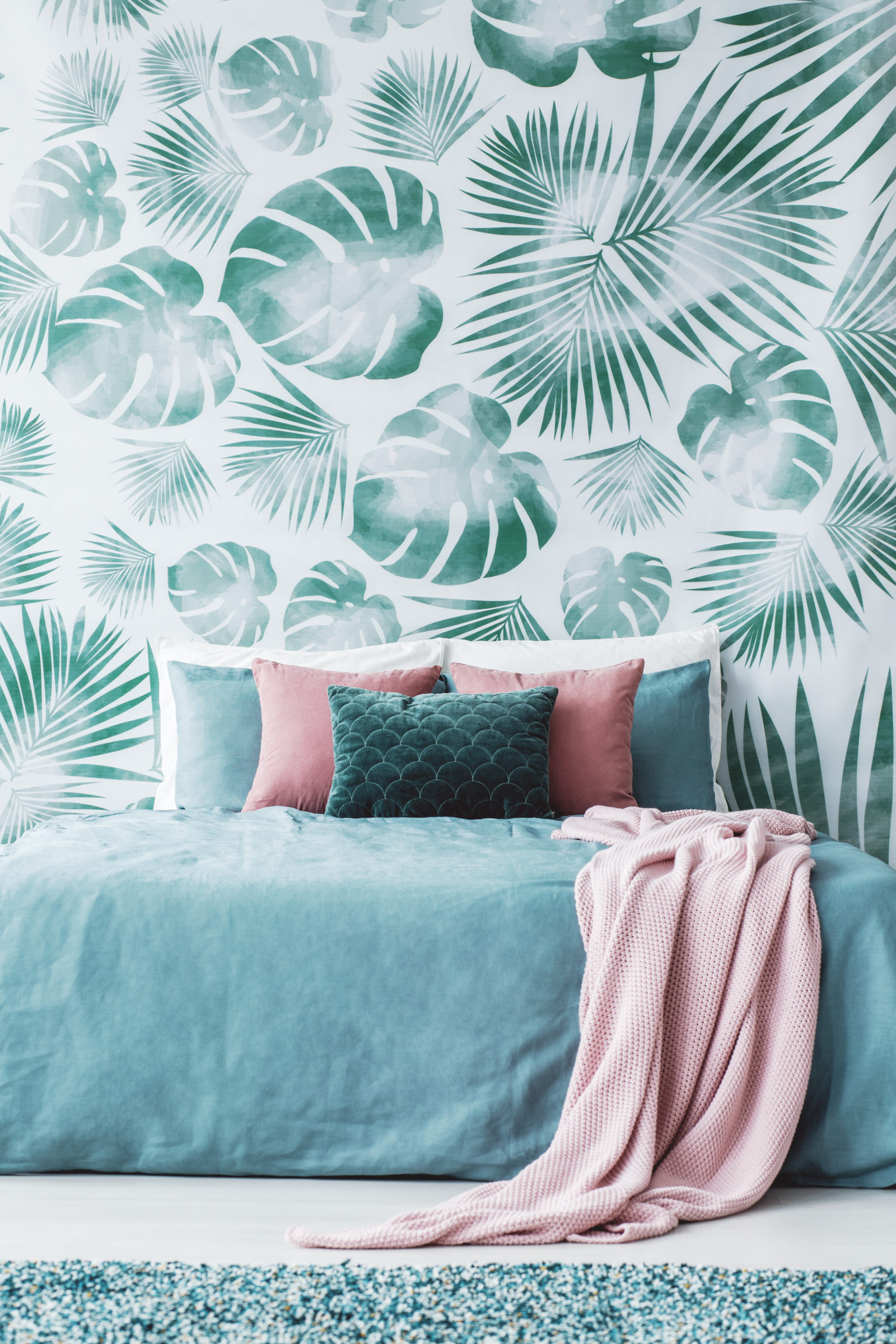 room with leaf wallpaper SLV4TUM