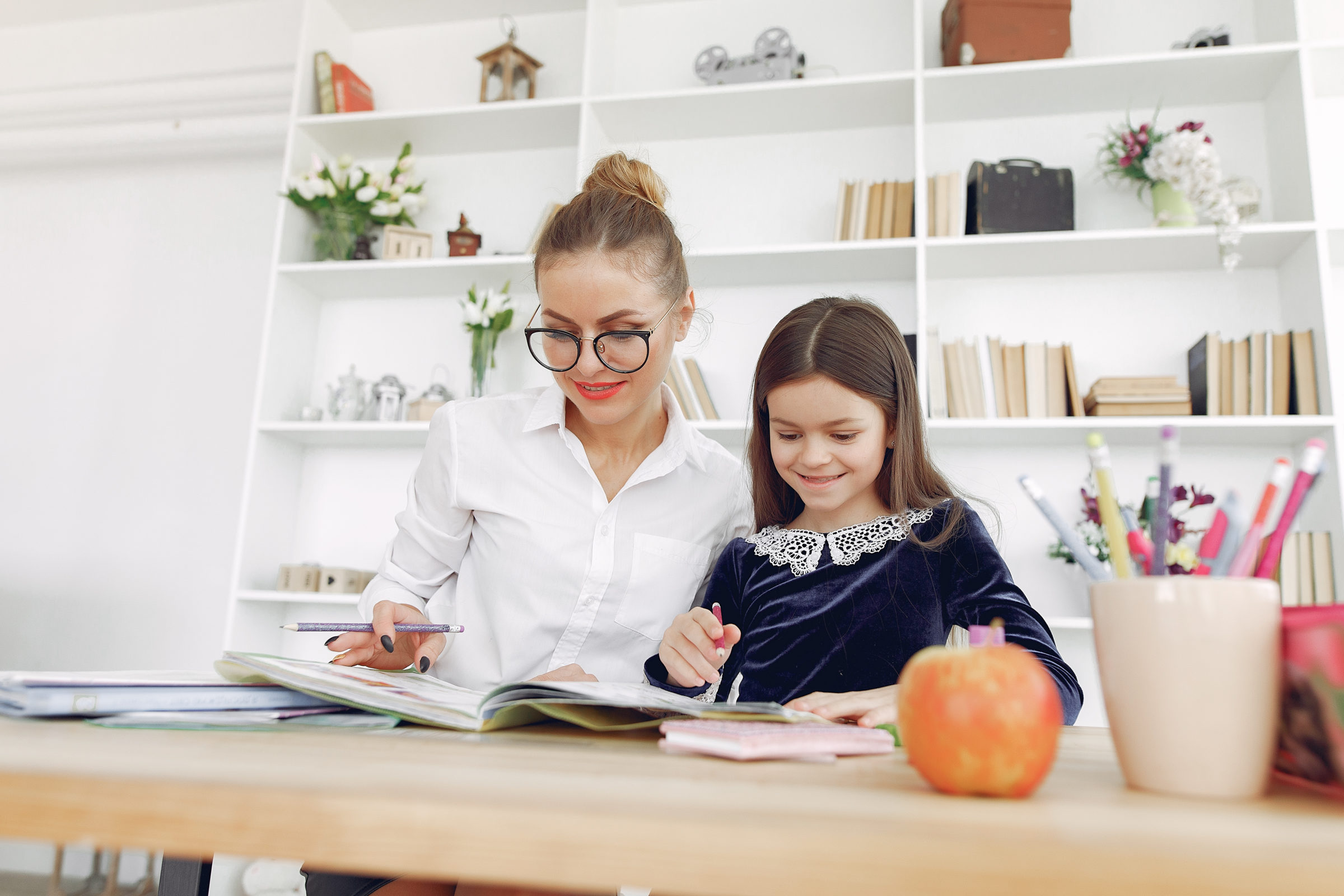 tutor with litthe girl studying at home RYZ2869