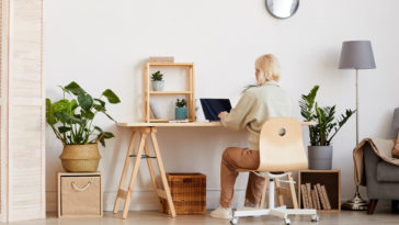 woman working from home E2ARAYG