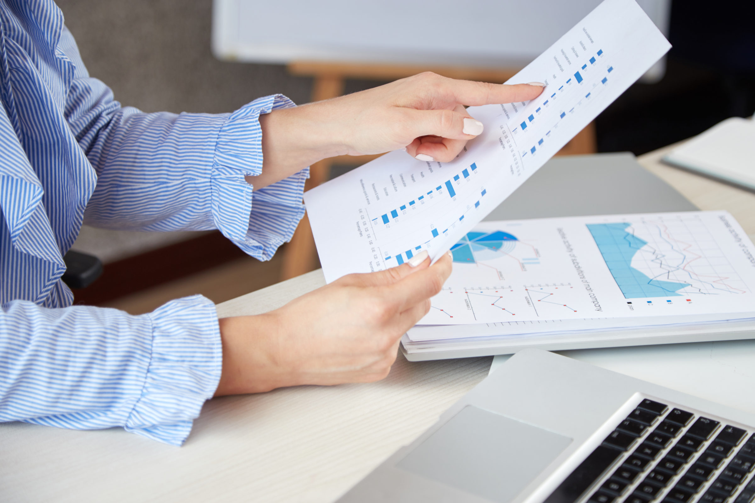 businesswoman analysing documents DW39E9F