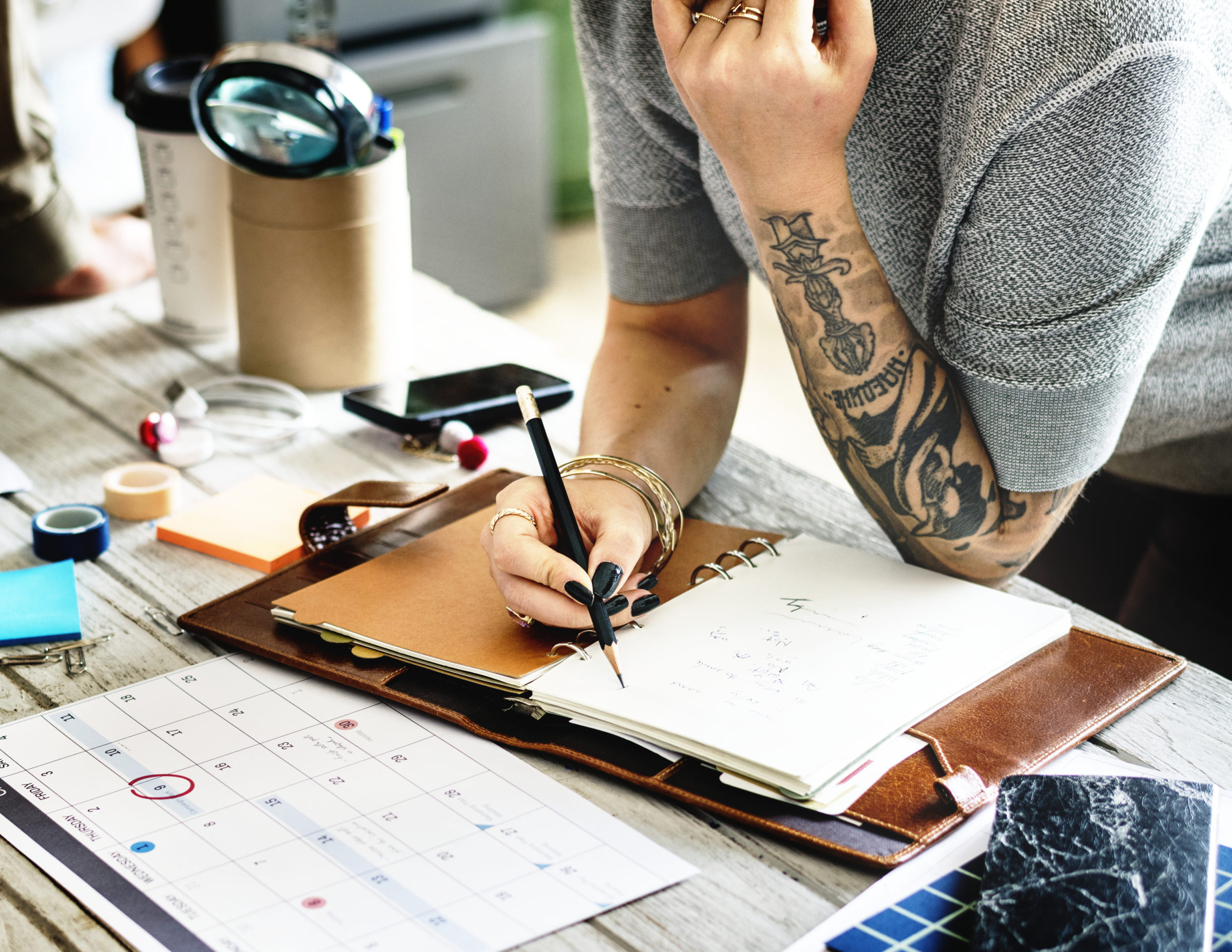 tattooed woman planning MZCJS5W