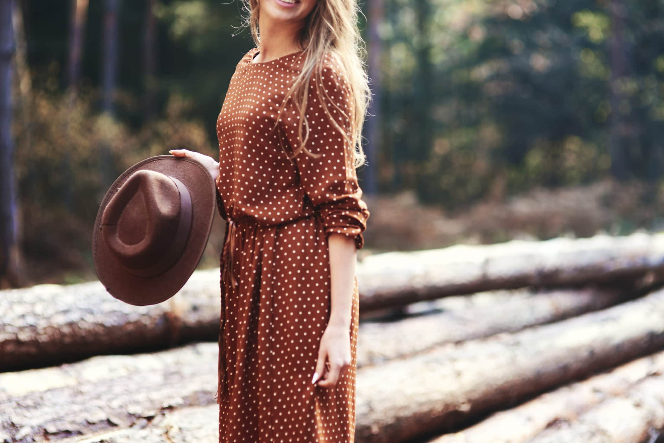 woman standing with an autumnal hat DUA76NP scaled