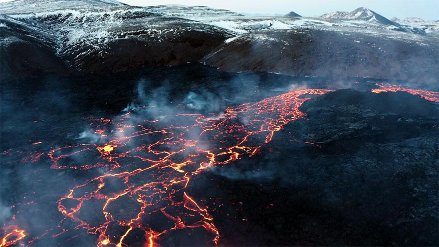 fagradalsfjall volcano eruption stranded stephane ridard 5
