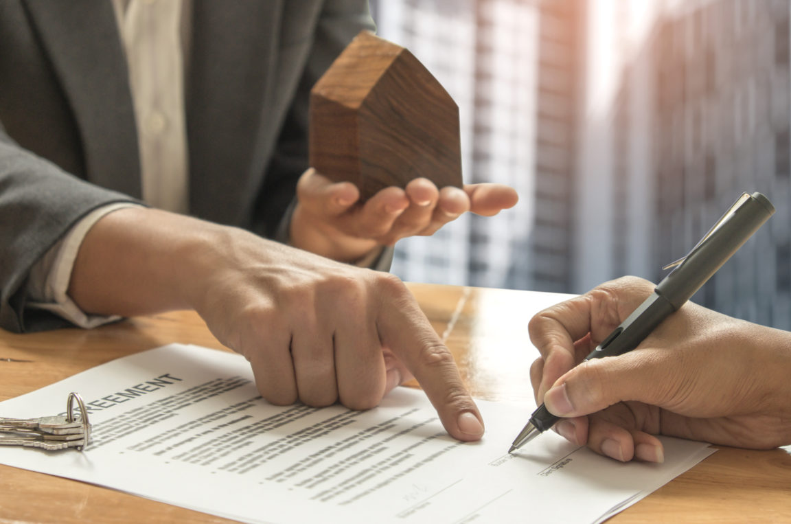 home brokers and buyers signing a sale contract PQRCP2N
