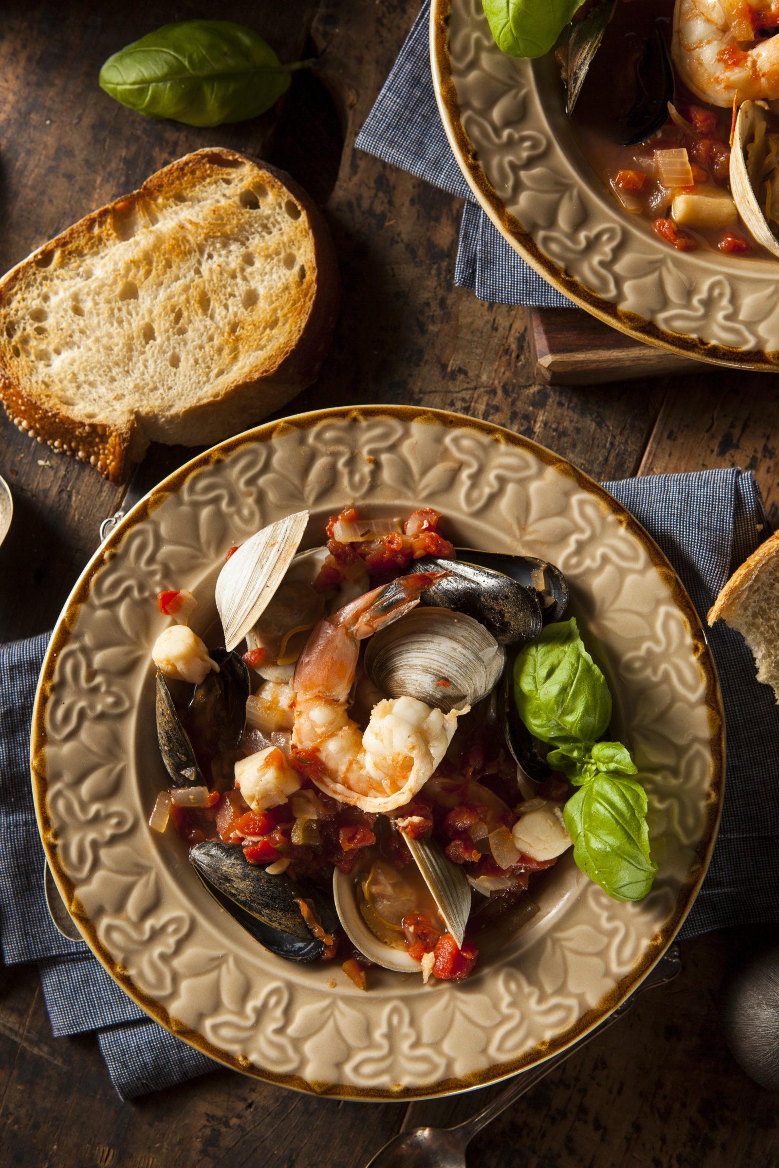 homemade italian seafood cioppino P2Y3AGM