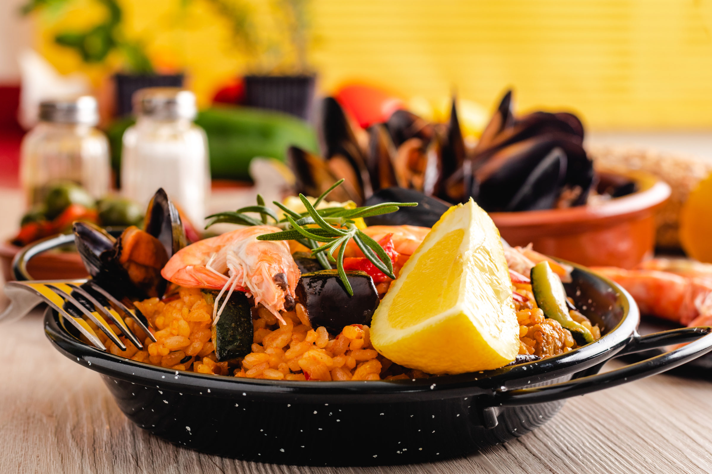traditional spanish paella with seafood 87XM2P8