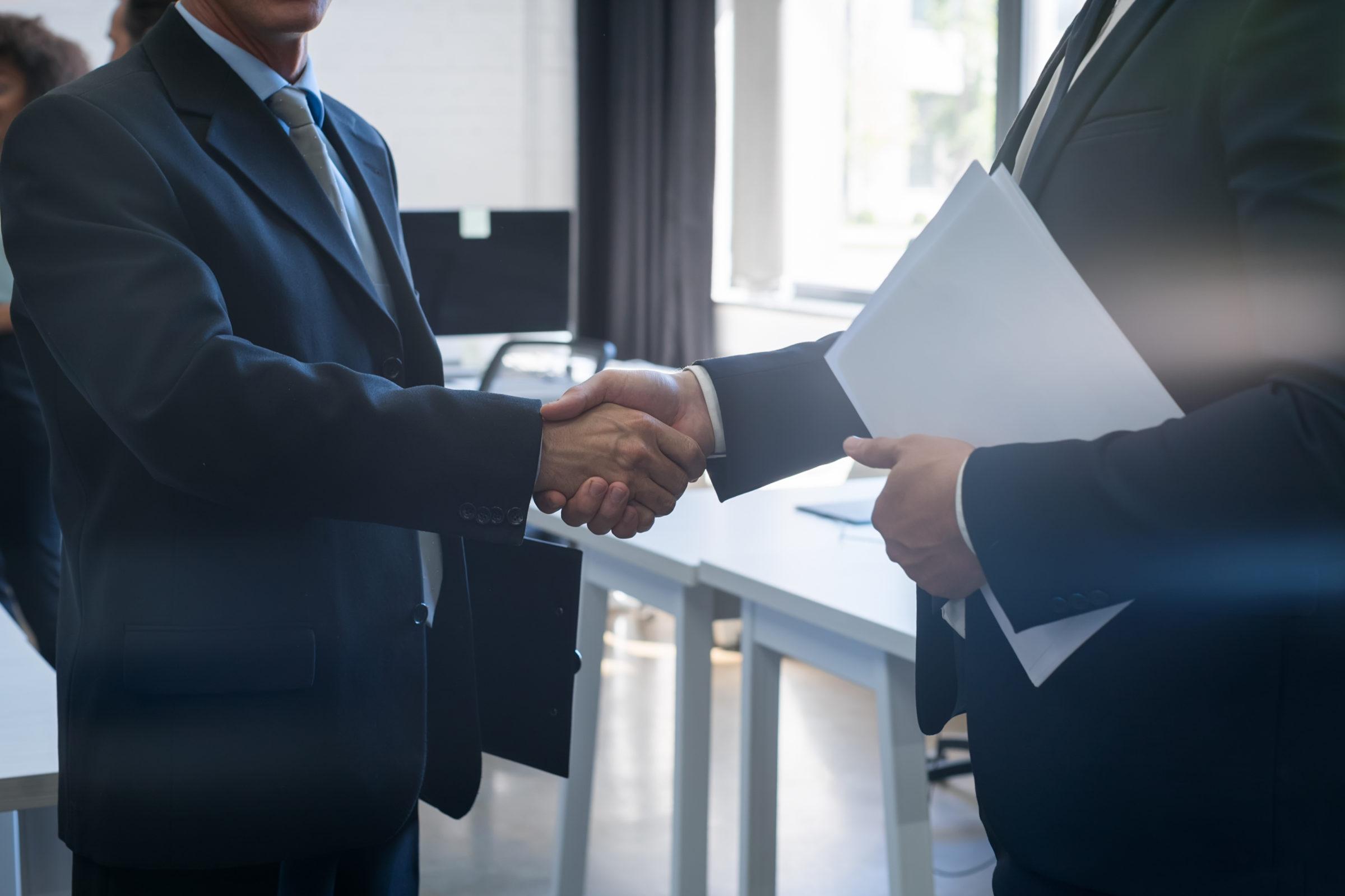 two unrecognizable business man shake hand agreeme 63J9V7E