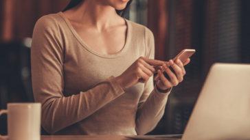 girl with a computer JVPVZFN