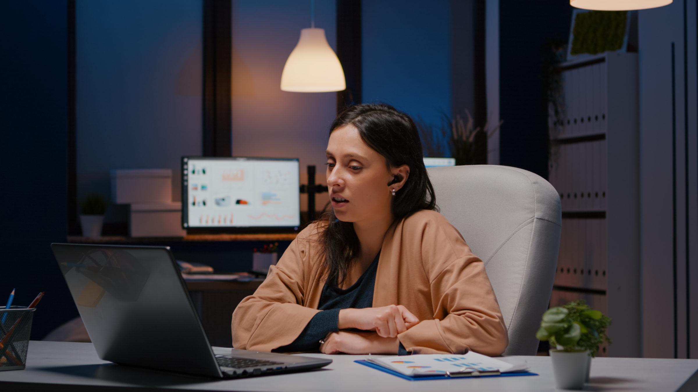 businesswoman with headphones discussing marketing 2021 06 10 20 24 49 utc