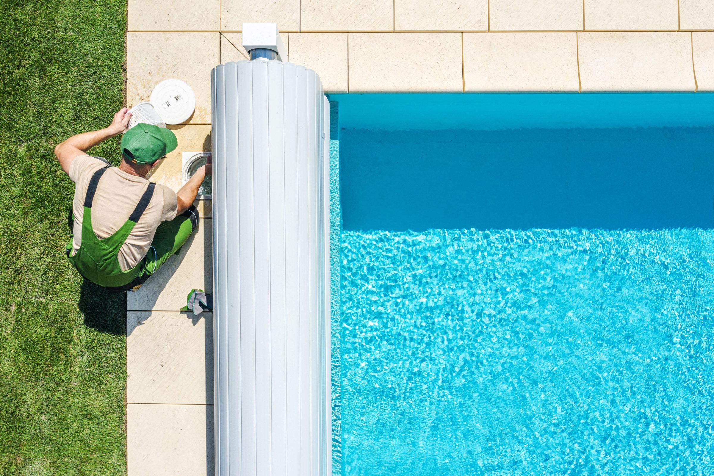 outdoor swimming pool skimmer filter cleaning aeri TXJJT6Y
