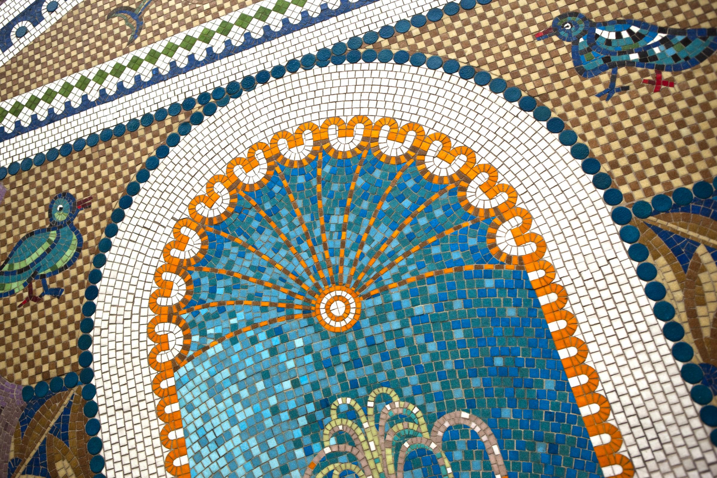 close up of a vintage mosaic P9R535U