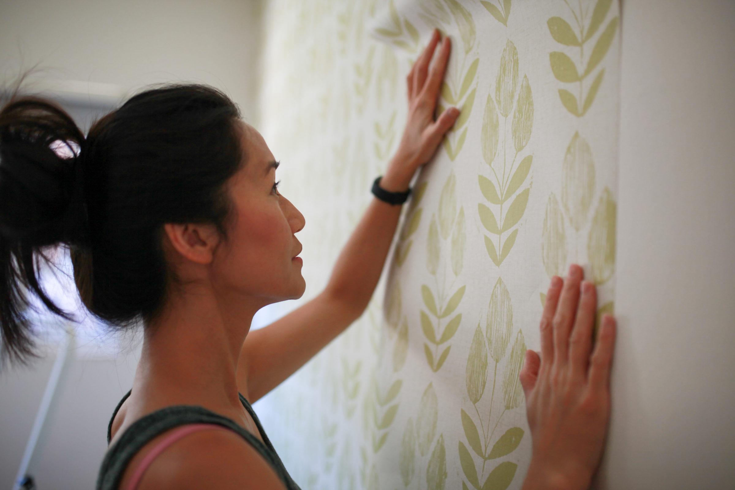 diy project female hanging wallpaper UYMYELA