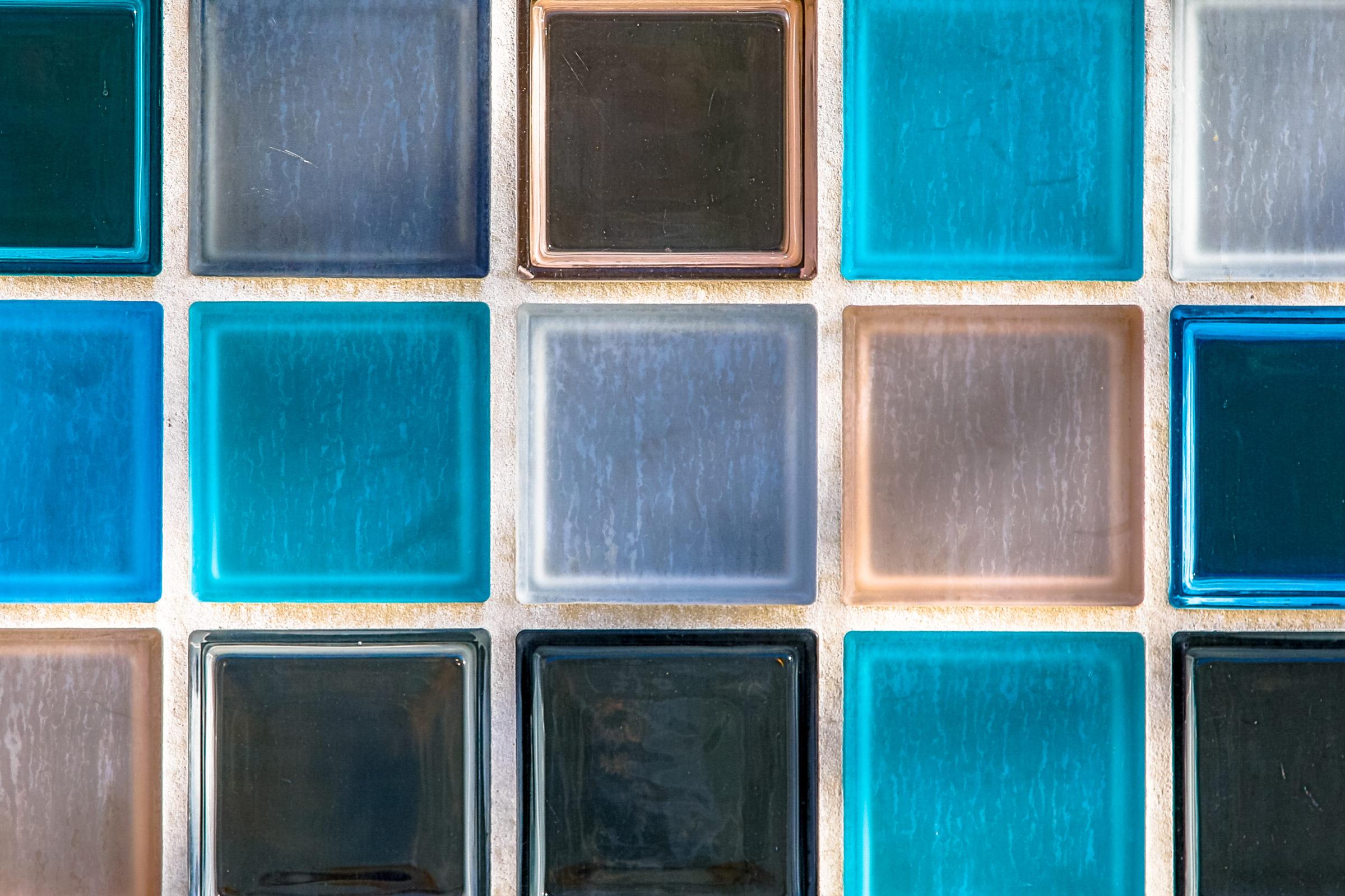 wallpaper image of transparant glass tiles PE56VKB