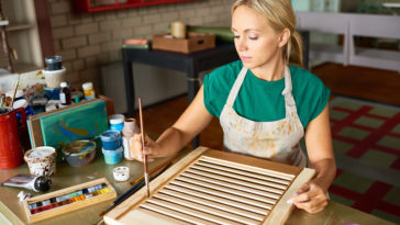 young woman enjoying diy crafting 3AK5RW9